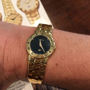 Vintage Gucci 3300 Ladies Gold Watch
